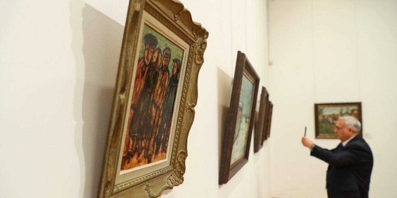 Работы Царфина из корпоративной коллекции «А-100» на выставке в Минске